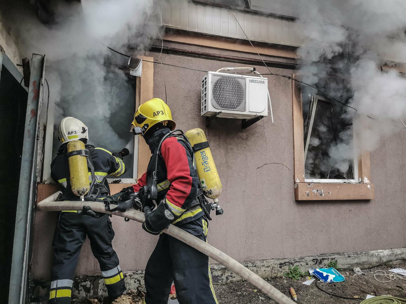 Масштабный пожар в Киеве: горел частный дом, Фото ГСЧС