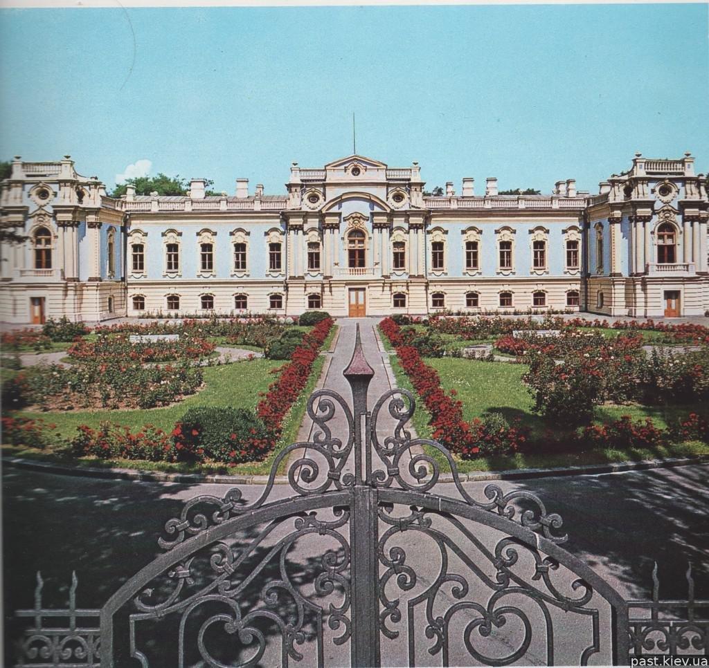 Дворцы и замки Киева.