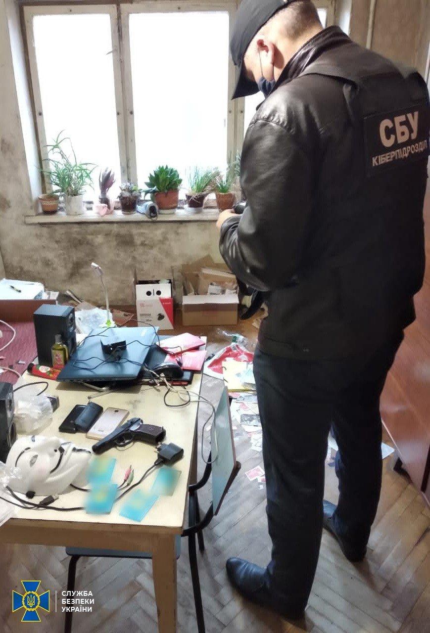 В Киеве разоблачили интернет-агитатора, который выполнял задания российских кураторов, Фото СБУ