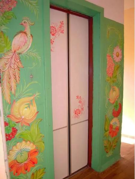 Лифт в одном из дворов в Оболонском районе в Киеве, Фото: паблик Оболонь в Facebook
