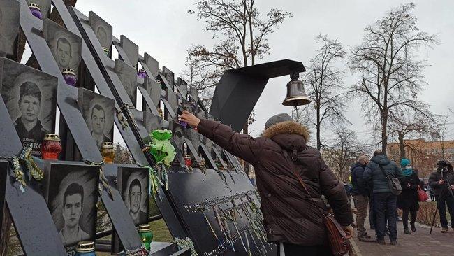 В Киеве открылся Колокол Достоинства, где каждый может почтить память героям Небесной Сотни, фото-2, Цензор.НЕТ