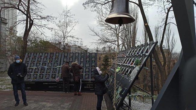 В Киеве открылся Колокол Достоинства, где каждый может почтить память героям Небесной Сотни, фото-1, Цензор.НЕТ