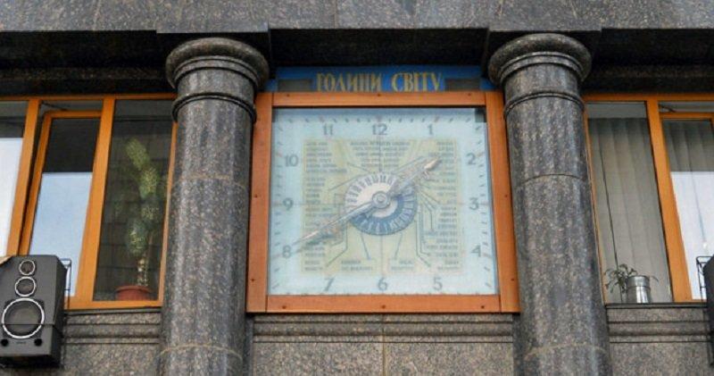 В Киеве немало городских часов. В том числе необычных. Есть и цветочные часы, и сказочные. Но журналист 44.ua решил рассказать о секр..., Фото: ВКиеве