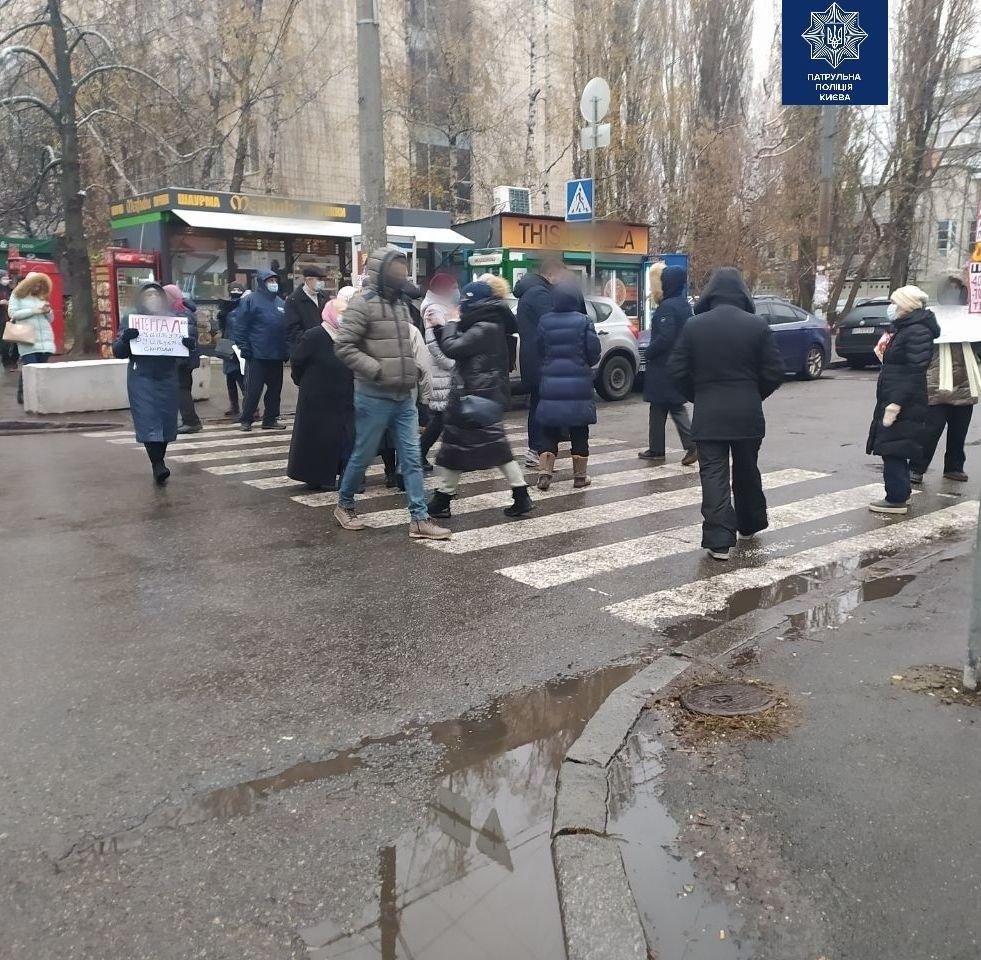 В Киеве протестующие заблокировали проезд по Багговутовской улице, Фото полиции