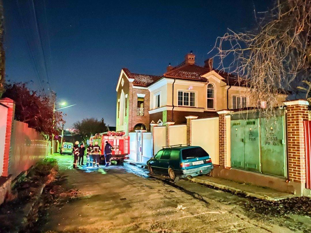 Дом, где произошел пожар, пресс-служба Главного управления ДСНС Украины в г. Киеве