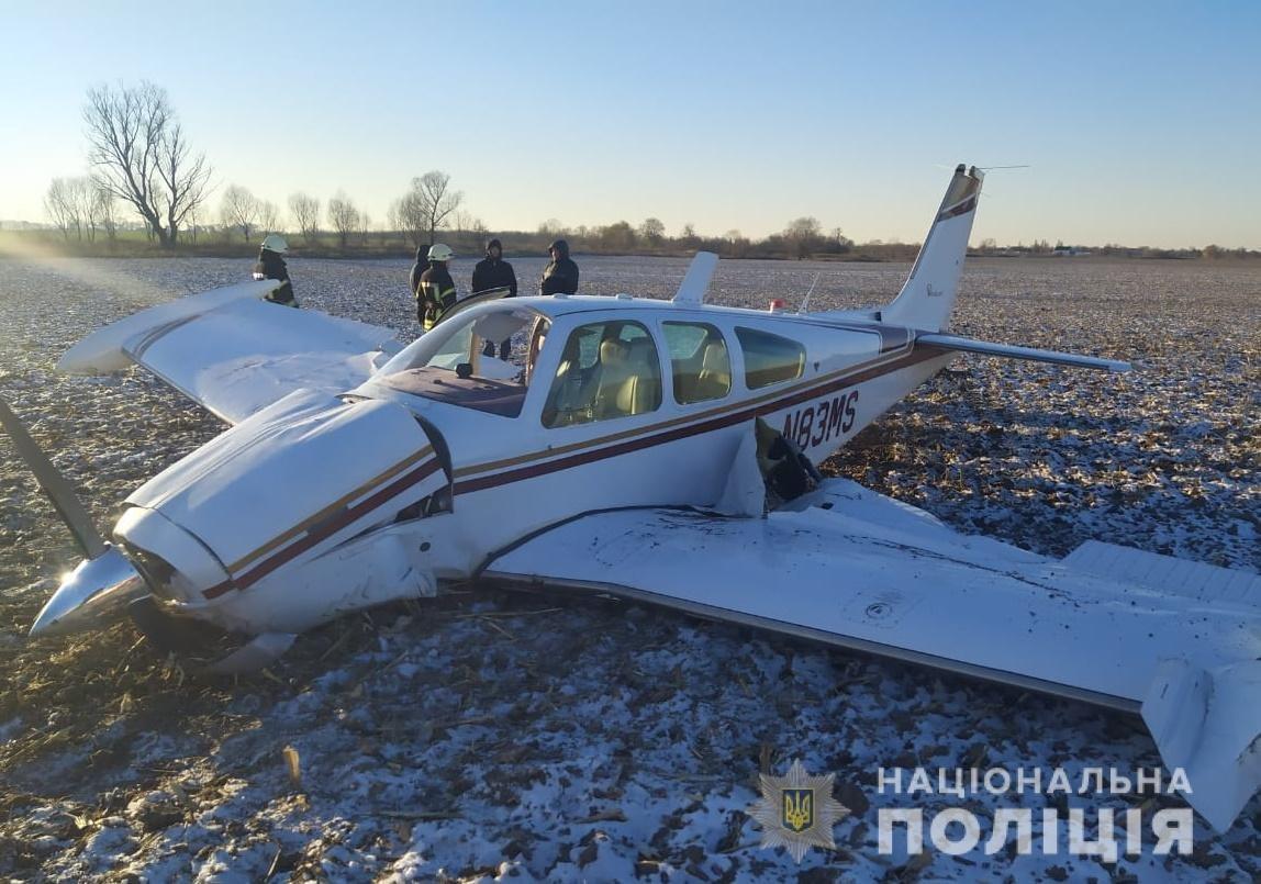 """упал частный самолет """"Beechcraft Bonanza"""" N83MS, отдел коммуникации полиции Киевской области"""