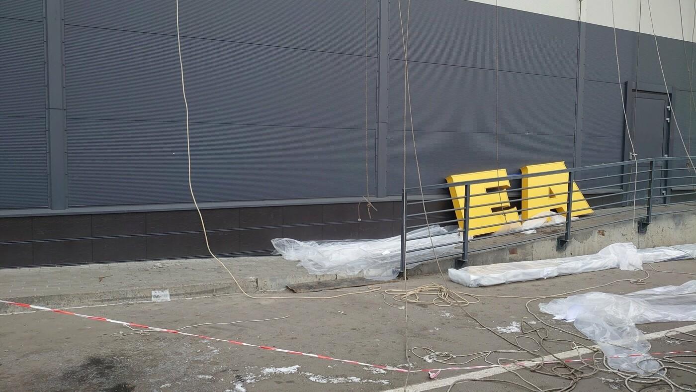 В Киеве готовится к открытию шведского магазина IKEA., Фото: Михаил Зинченко.