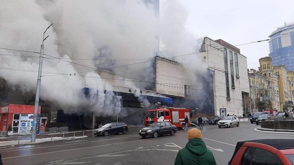В центре Киева произошел масштабный пожар. Все заволокло дымом. ФОТО, ВИДЕО, Фото: 5 канал