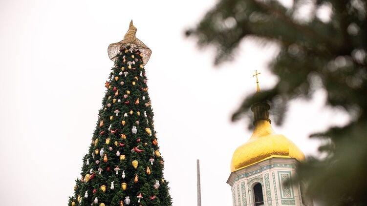 Снимаю шляпу: необычную верхушку главной в Киеве елки заменят на звезду, Фото: Информатор