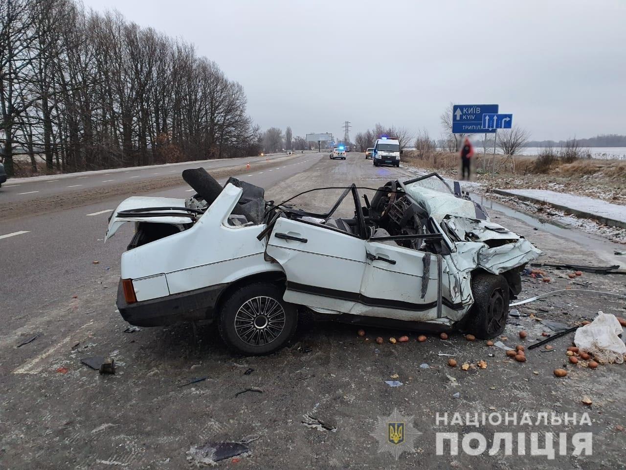 На трассе Киев — Знаменка произошла серьезная авария. Погиб 14-летний подросток и водитель, Фото: Национальная Полиция