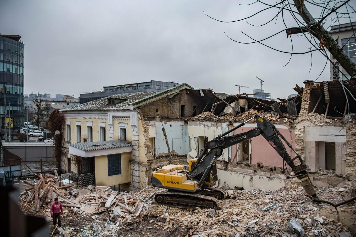 Сносят 140-летнее здание бывшего завода.