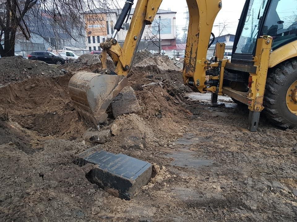 В центре Киева случайно раскопали надгробие могилы генерала императорской армии, ФОТО, фото-1