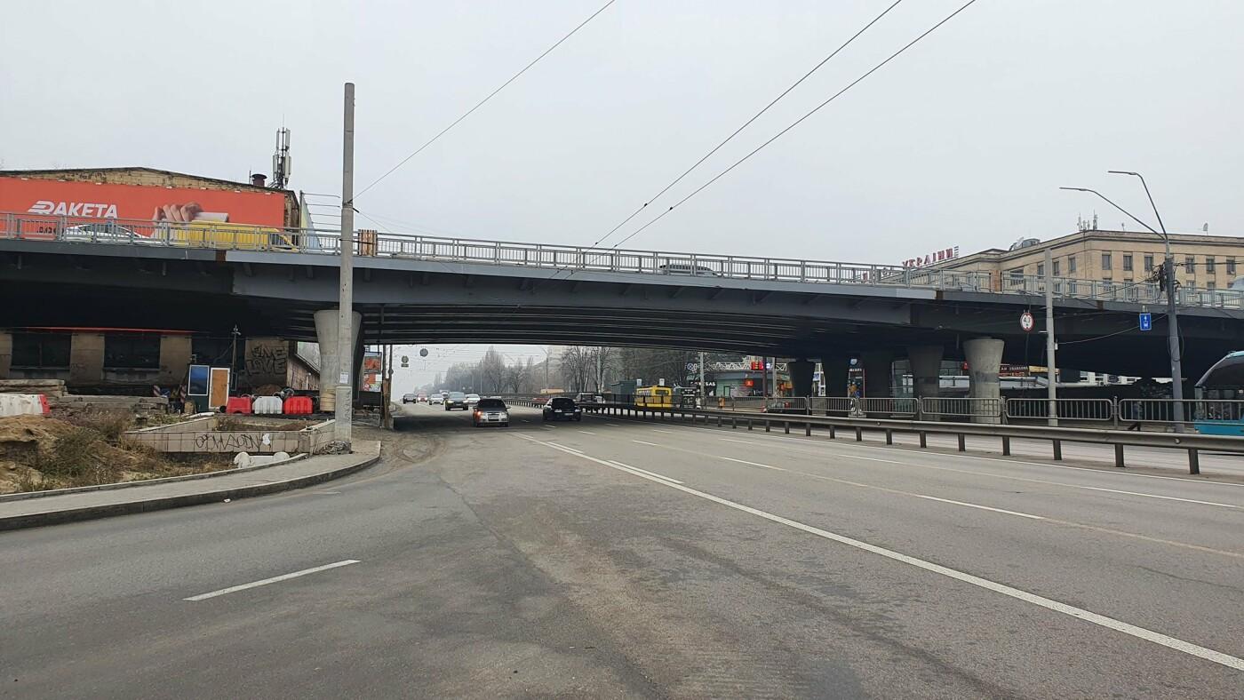 На Шулявском мосту в Киеве демонтировали все фонари., Фото: Дима Макогон