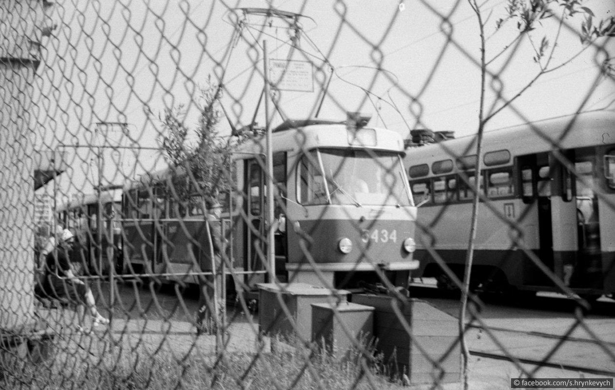 Скоростной трамвай в Киеве: как строили, сколько станций и как они выглядят, Фото: Livejournal