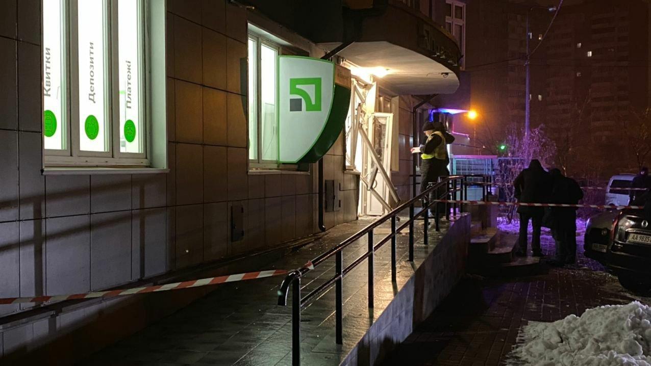 В Киеве ночью взорвали отделение банка., Фото: Telegram-канал Стражи Эспрессо,