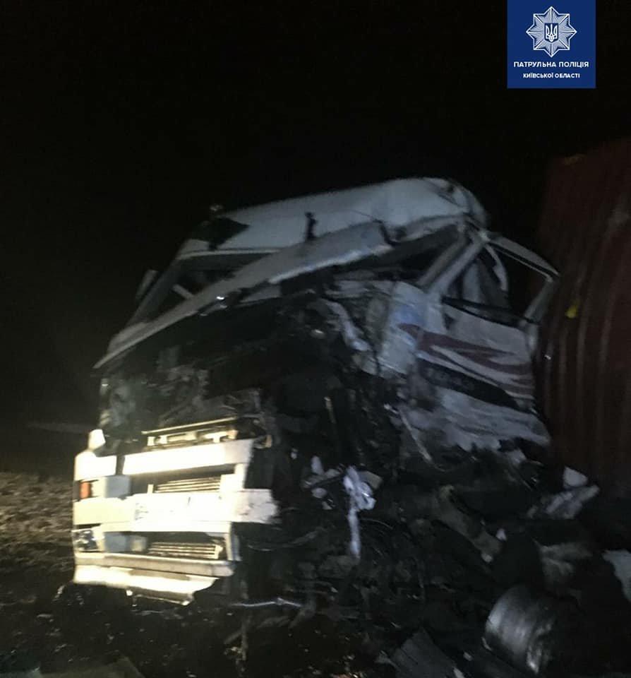 Водитель автомобиля DAF погиб на месте.