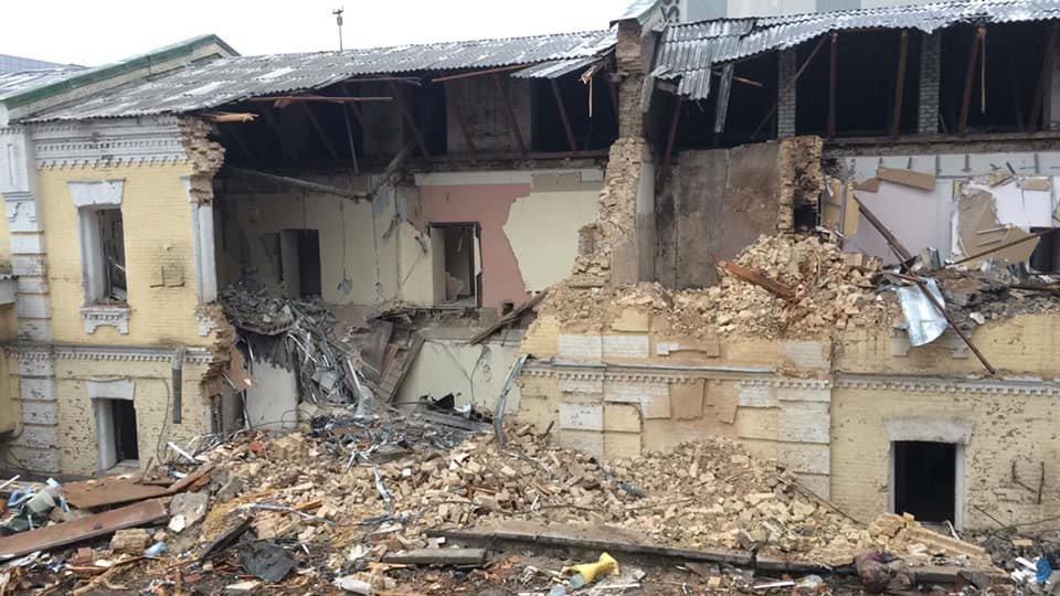 Разрушенное здание на ул. Протасов Яр, 3.