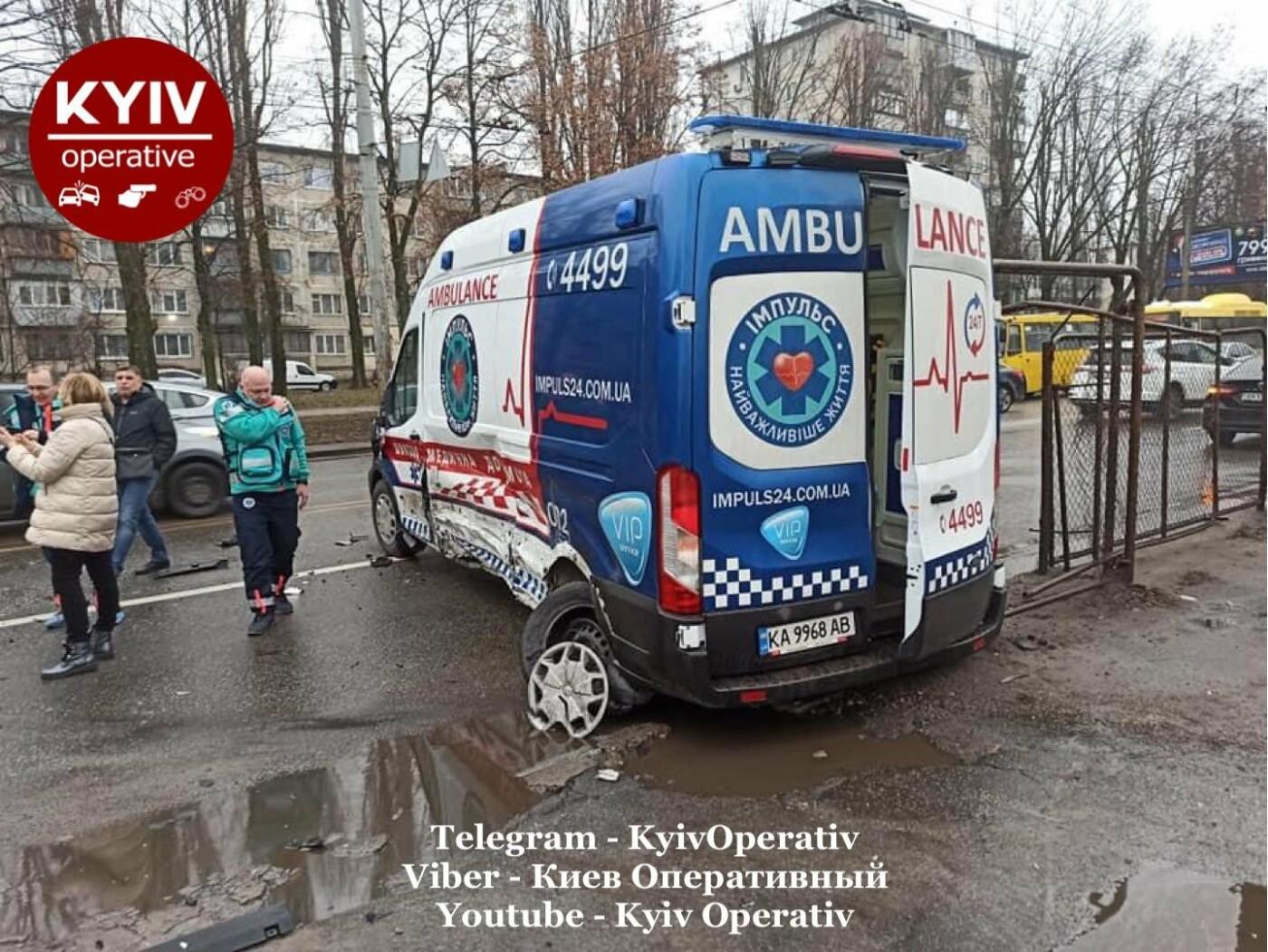 ДТП с участием легкового автомобиля и автомобиля скорой помощи