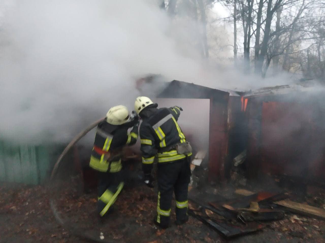 В Киеве горели гаражи