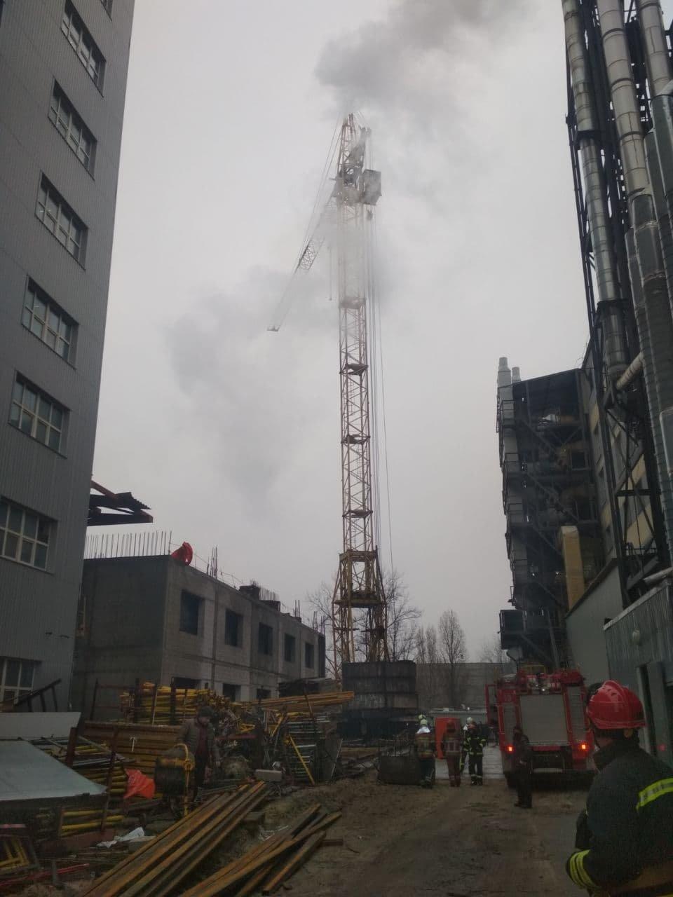 В Киеве произошел пожар на башенном кране
