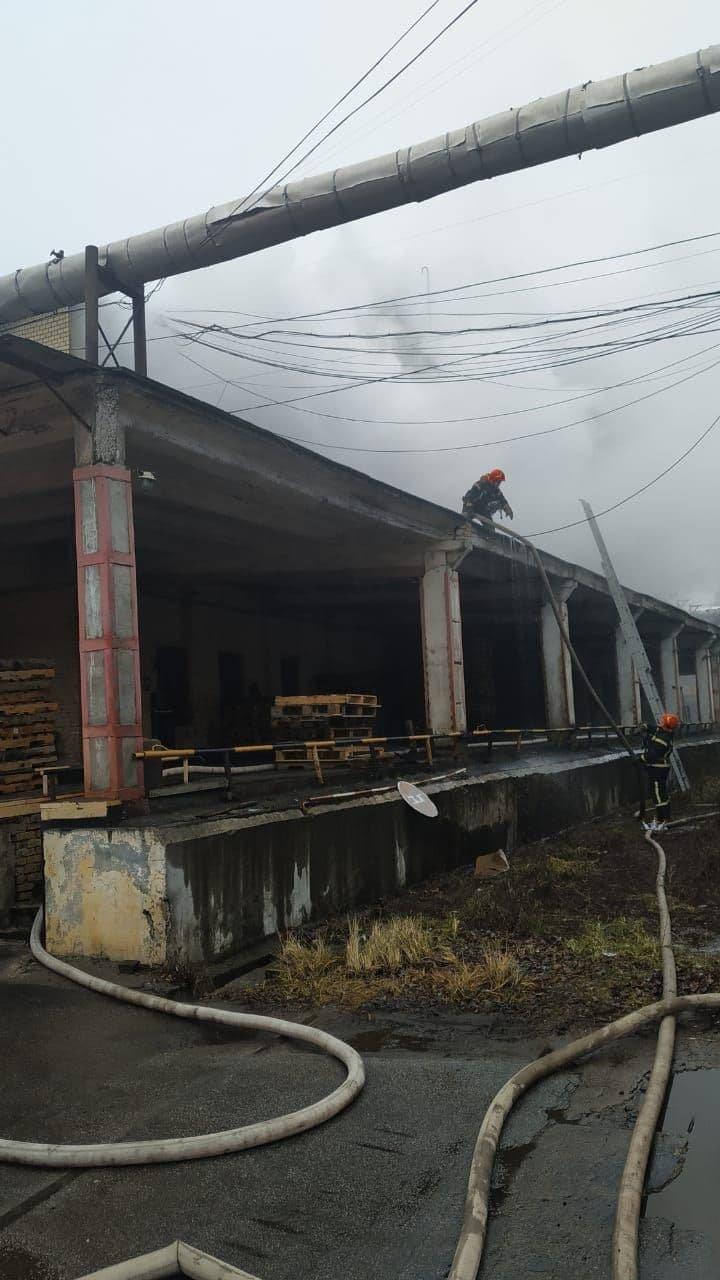 загорелась офисно-складское здание на проспекте Воздухофлотском, 66