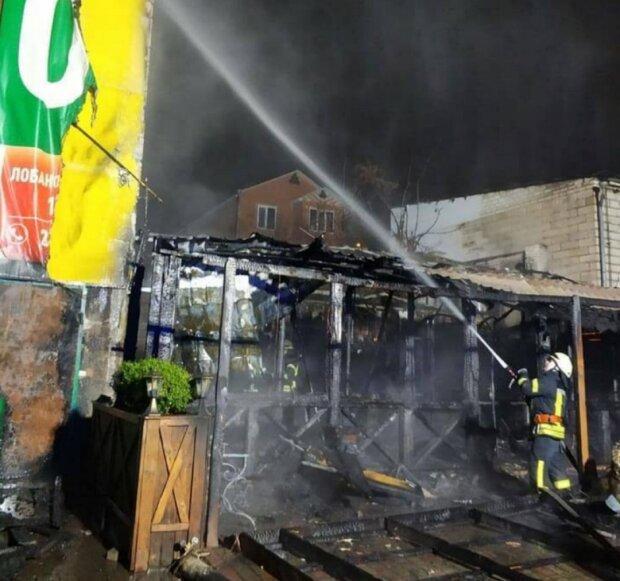 Ночью в Киеве полностью сгорело кафе, Фото: Politeka dtp kiev