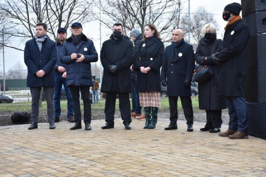 В Киеве почтили память погибших в сбитом в Иране самолете МАУ, Фото: МЗС Украины