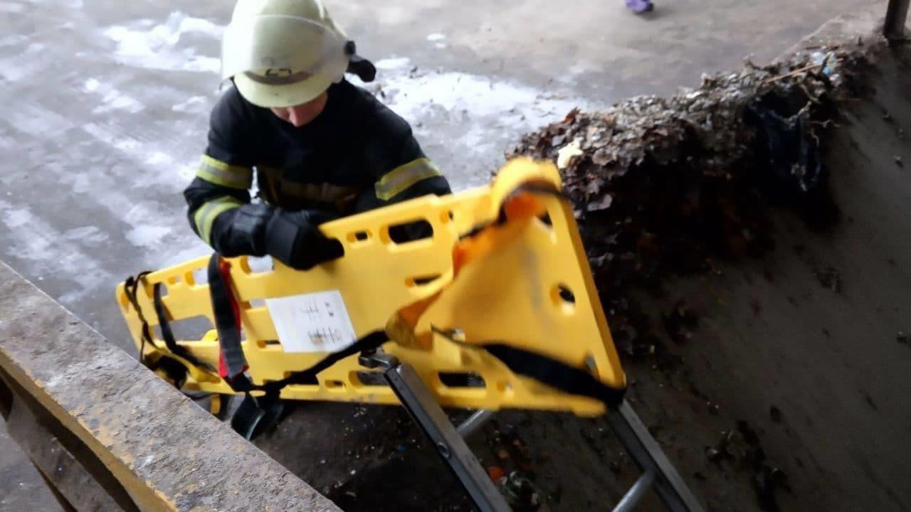 В Киеве в бункер с отходами провалился мужчина., Фото из Telegram-канала Киев оперативный