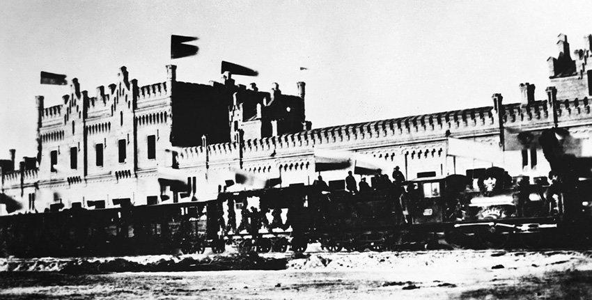 """Первый поезд на станции """"Киев-пассажирский"""" в 1870 году., Фото из архива Юго-Западной железной дороги."""