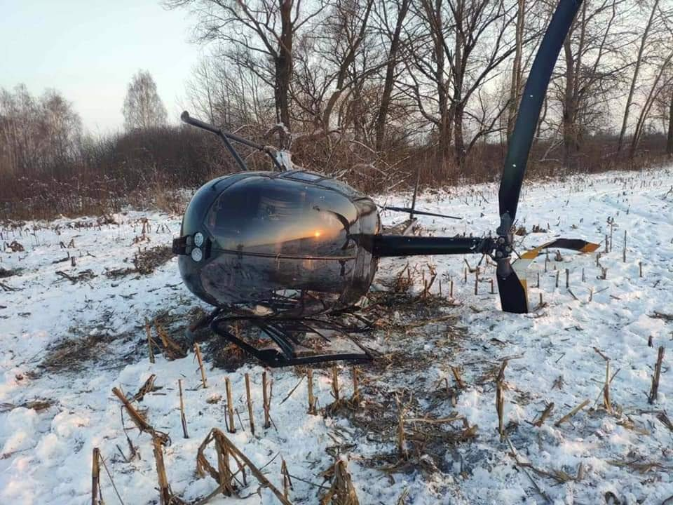 """По предварительной информации, вертолет с регистрационным номером UR-ASD совершил неудачную посадку., ФОТО: """"Крила"""""""