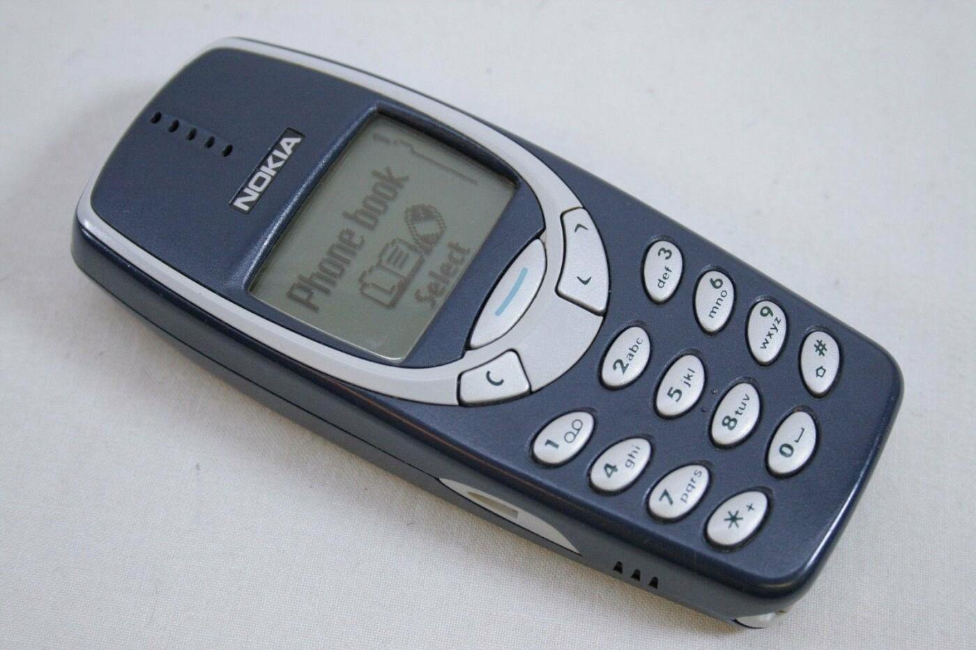 Звонок Кравчука и «змейка» на Nokia: когда и как в Киеве появились мобильные телефоны