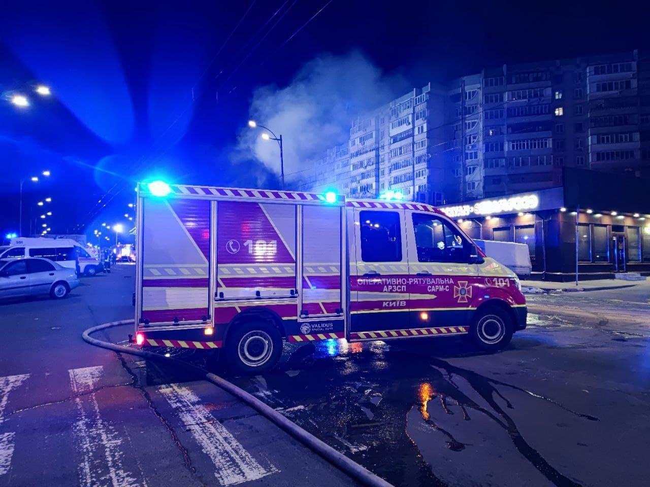 В Киеве ночью горел один из рынков., Фото ГСЧС