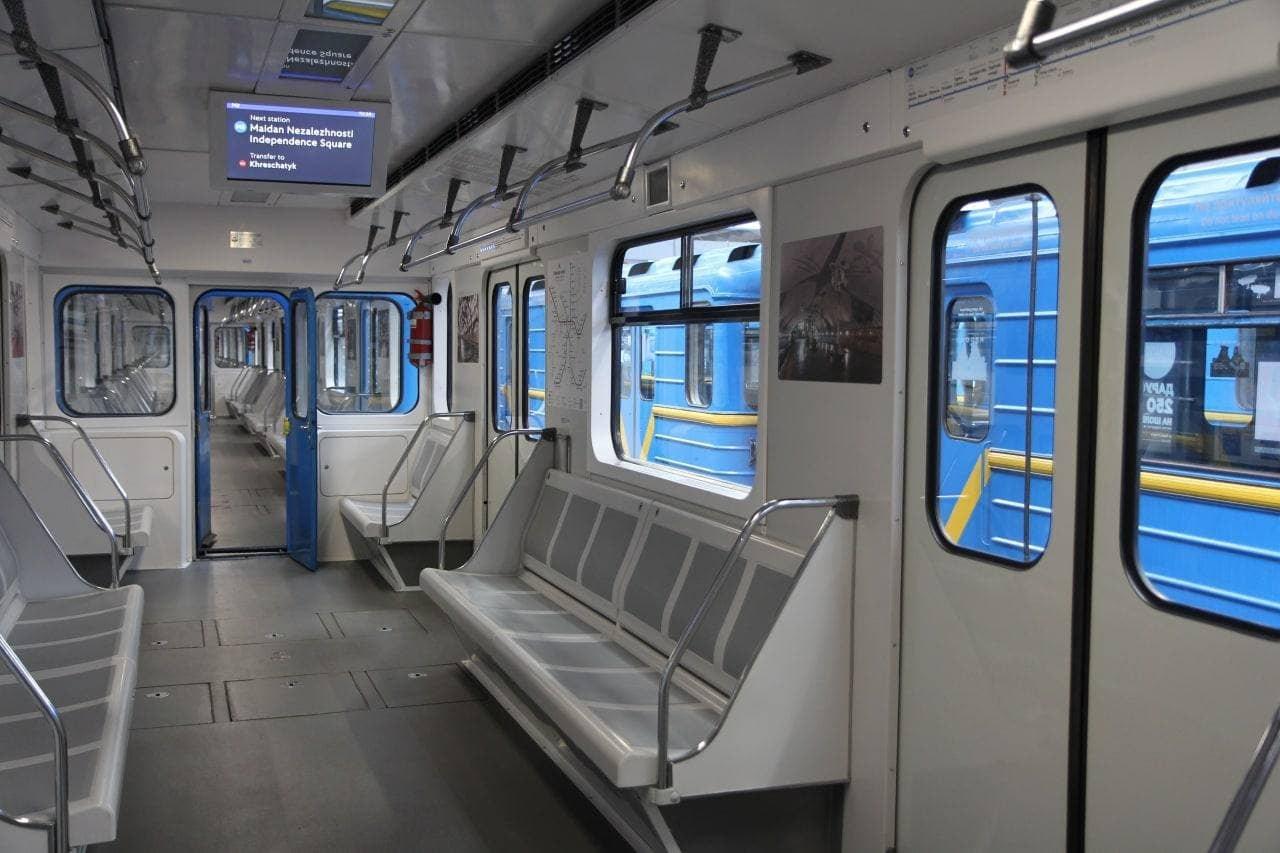 Как выглядит модернизированный поезд метро в Киеве, Фото: Виктор Брагинский/КГГА