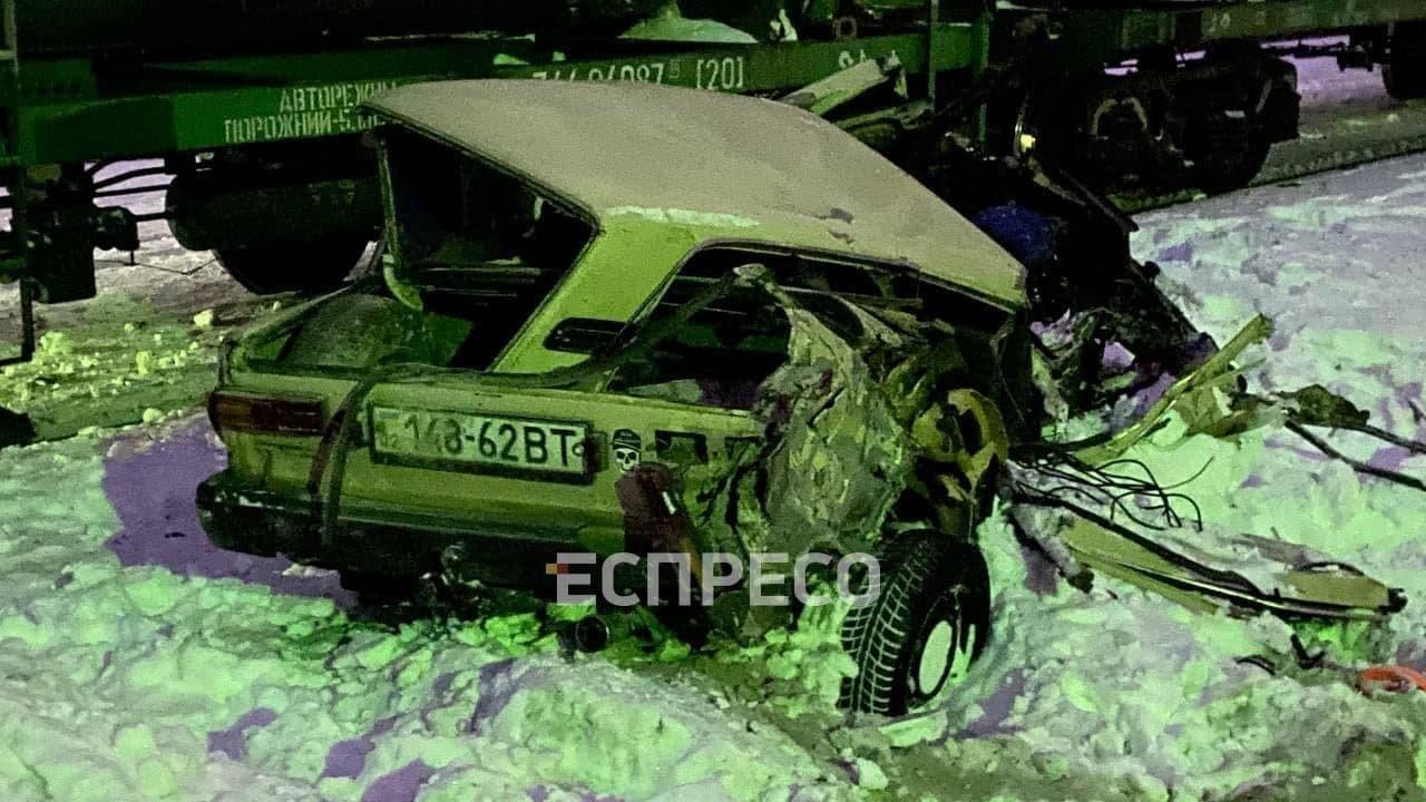 В Дарницком районе Киева на переезде товарный поезд врезался в легковой автомобиль, Фото: Вартові Еспресо