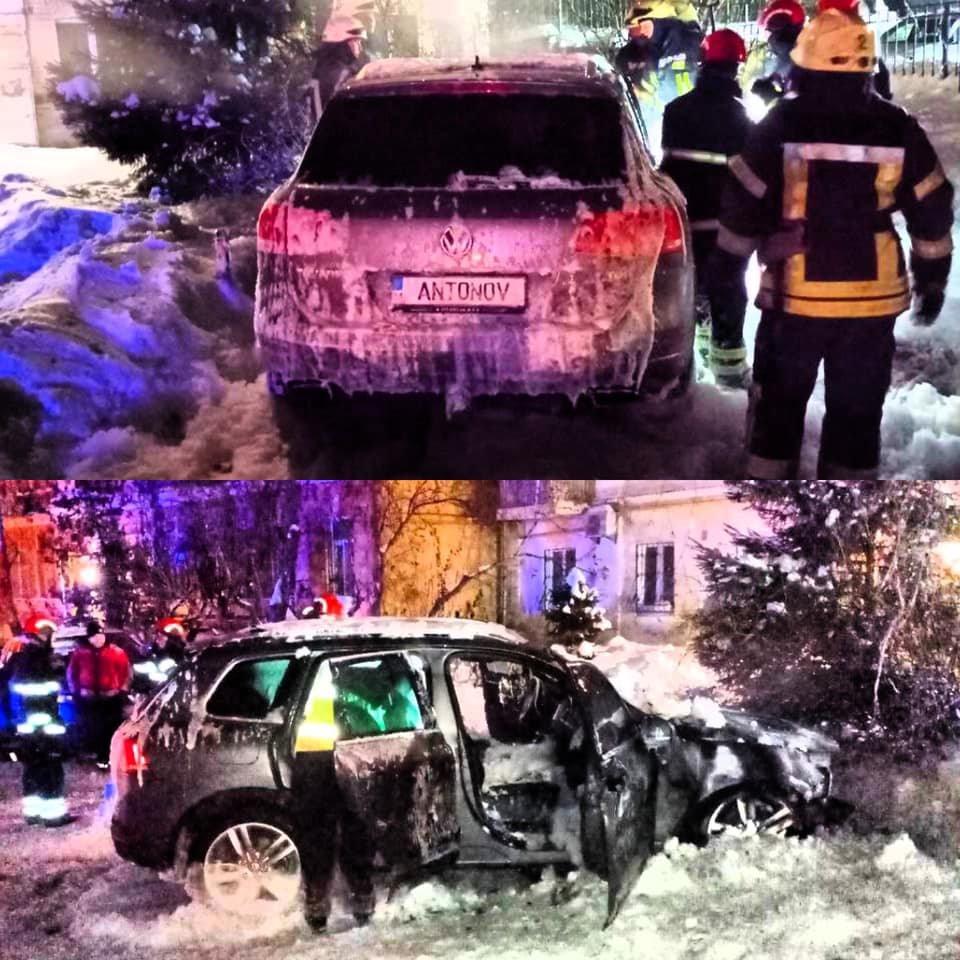 В Киеве подожгли машину известного активиста, Фото: Влад Антонов, Facebook
