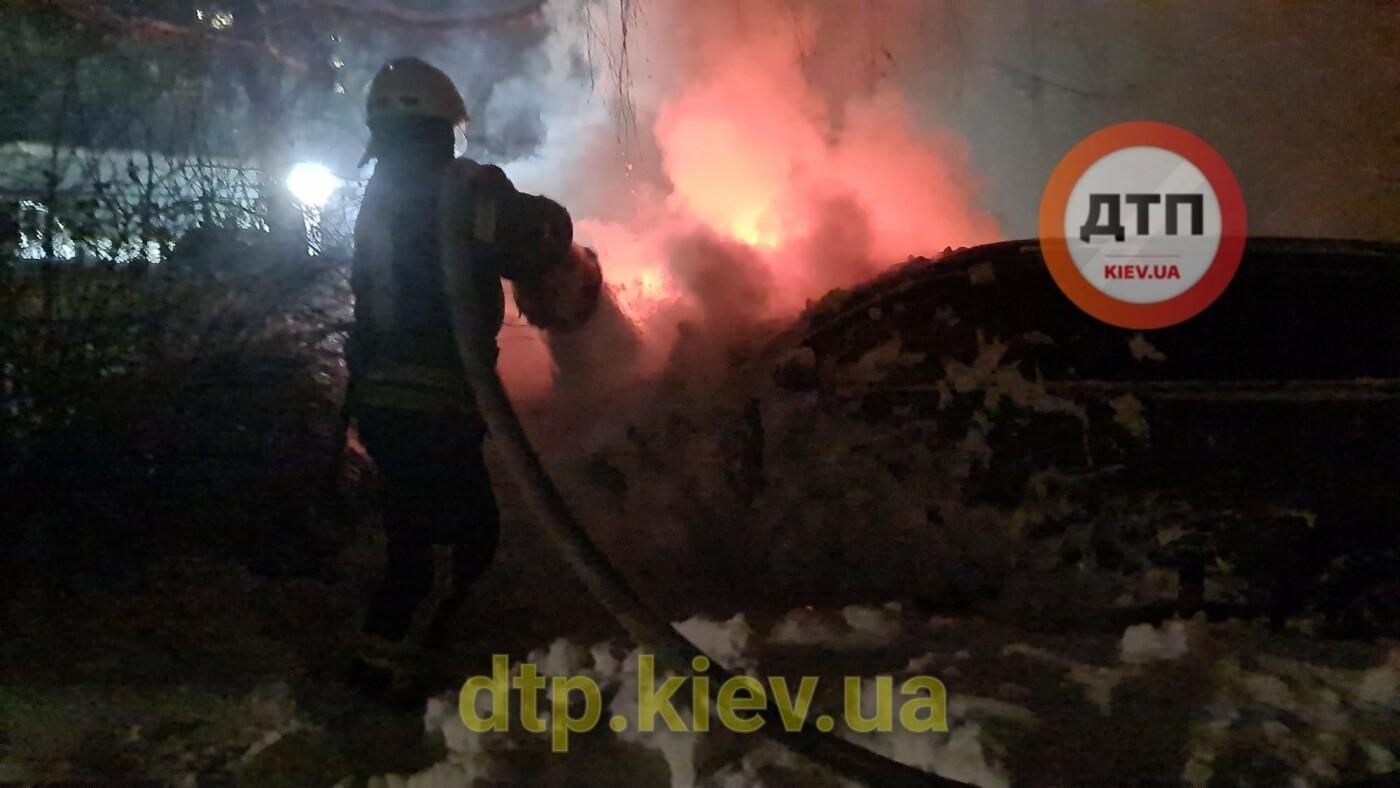 В Киеве подожгли машину известного активиста, Фото: dtp.kiev.ua