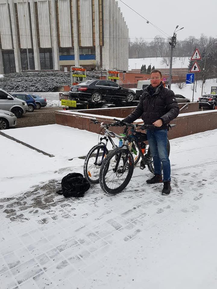 У голландского дипломата украли велосипед, оставленный возле НАБУ в Киеве.