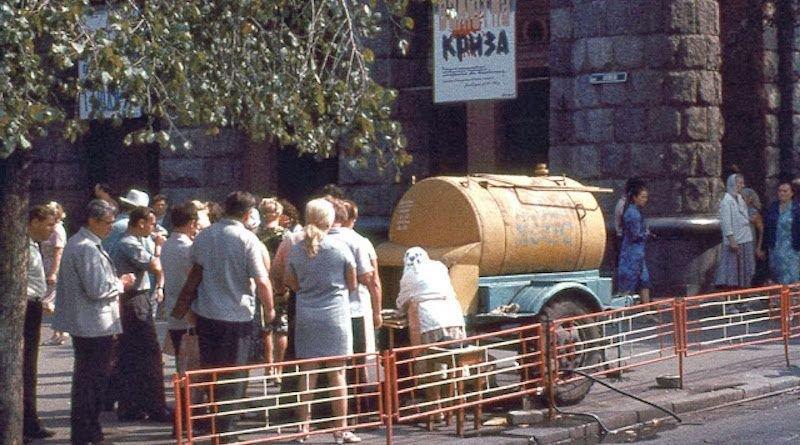 Желтые бочки и запреты: как в Киеве пили квас в разное время, - ФОТО, Фото: Pinterest