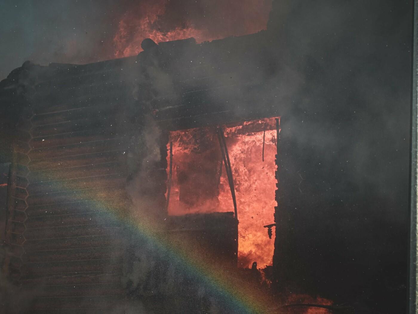 На Броварском проспекте в Киеве горела база отдыха., Фото: Главное управление ДСНС Украины в Киеве