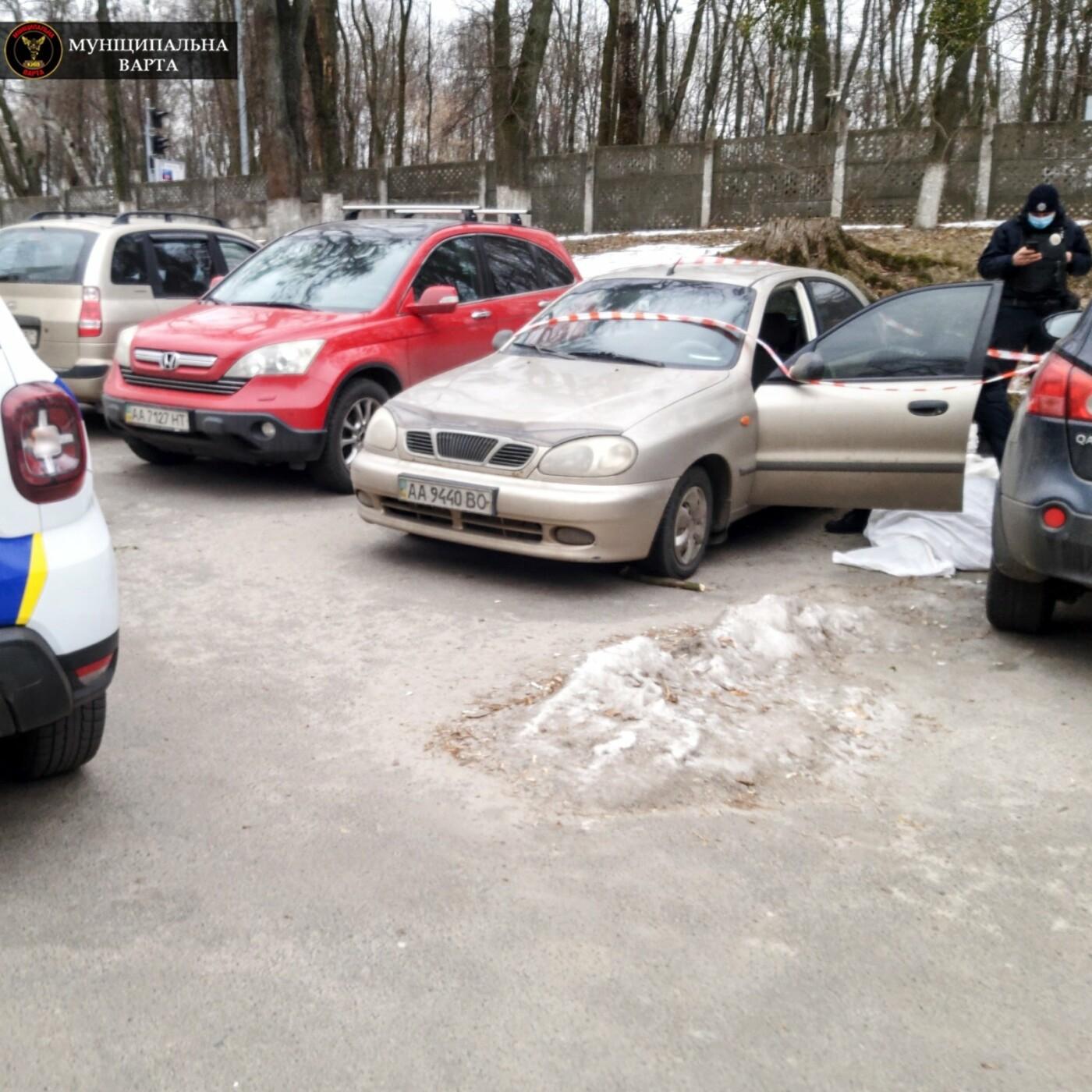 На парковке больницы нашли тело мужчины, Фото: Муниципальная Варта
