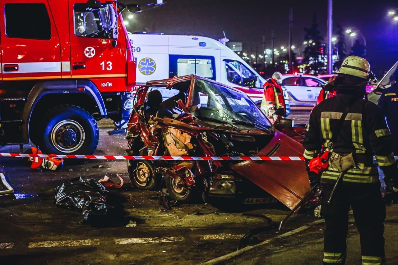 """В Киеве """"Toyota"""" на огромной скорости протаранила """"Skoda"""", двое погибших, - ФОТО, фото-2"""