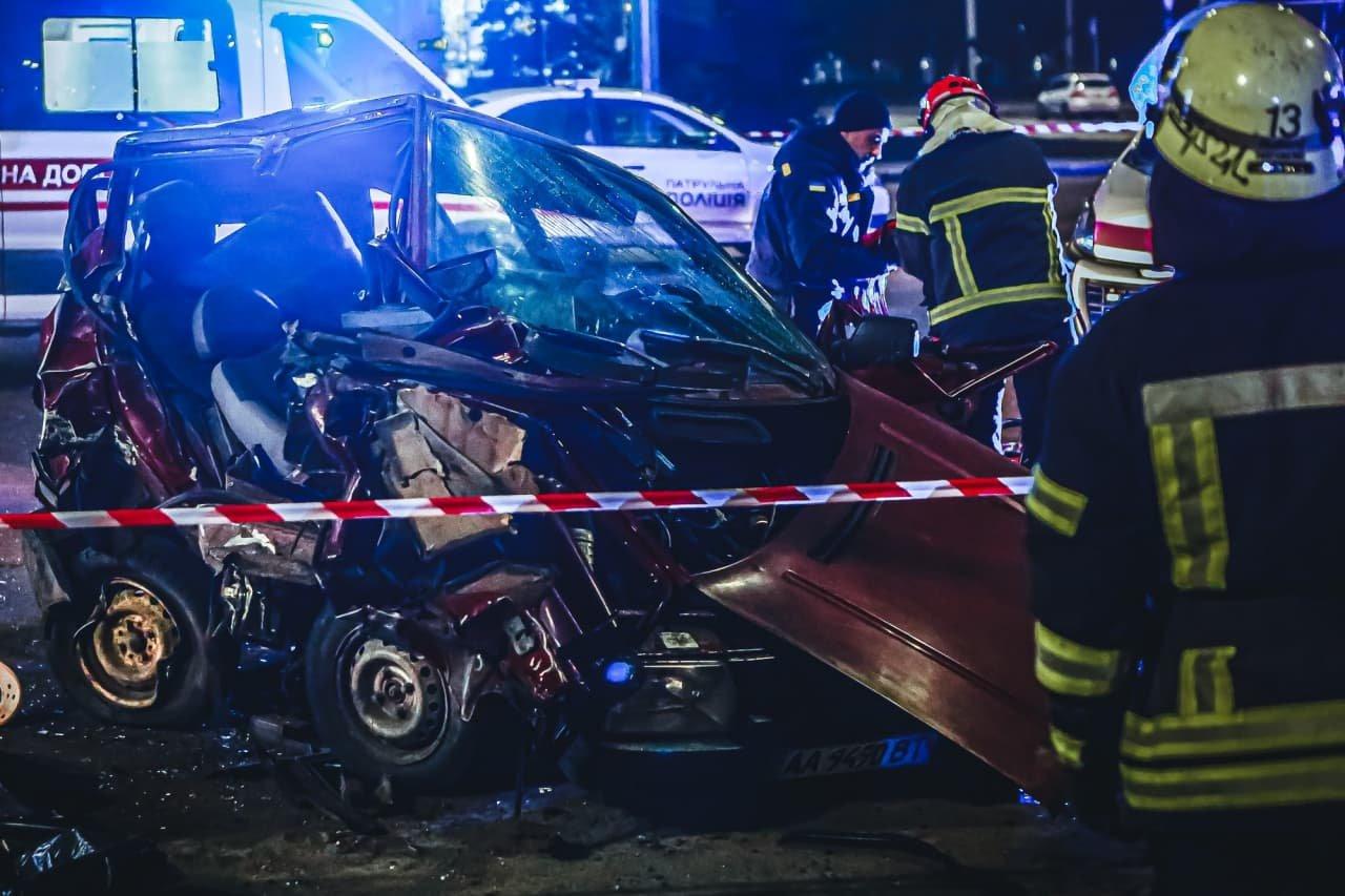 """В Киеве """"Toyota"""" на огромной скорости протаранила """"Skoda"""", двое погибших, - ФОТО, фото-1"""