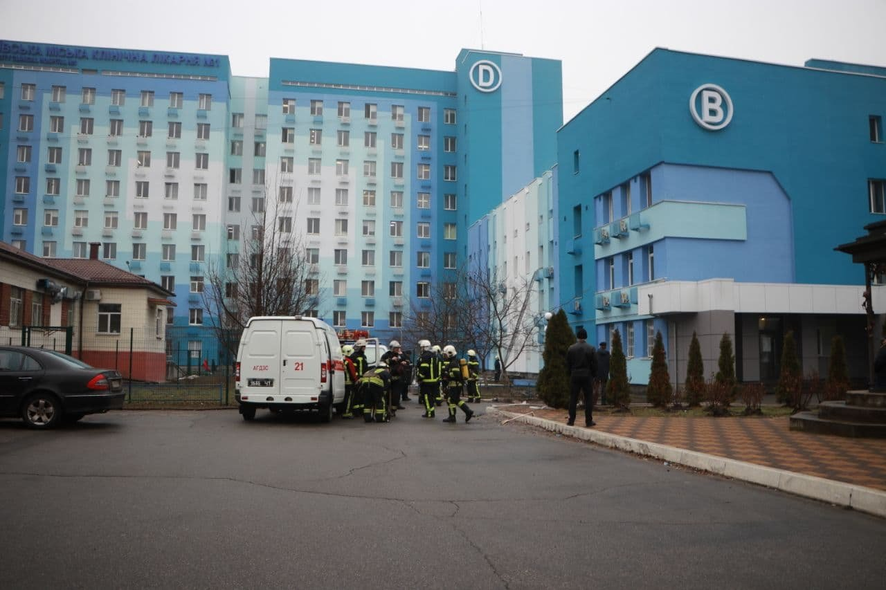 В Киеве горела больница, Фото: Главное управление ДСНС Украины в Киеве