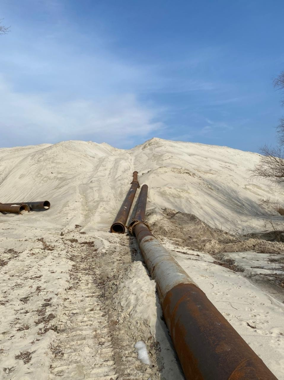 Подозреваемый изъял более 100 тыс м куб песка., Фото:  пресс-служба Киевской области