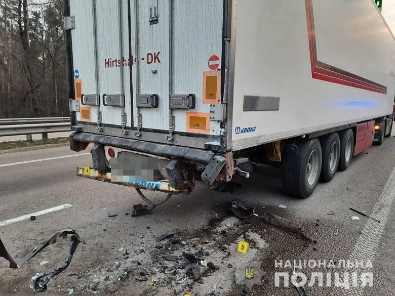 В результате аварии водитель Volvo погиб на месте.