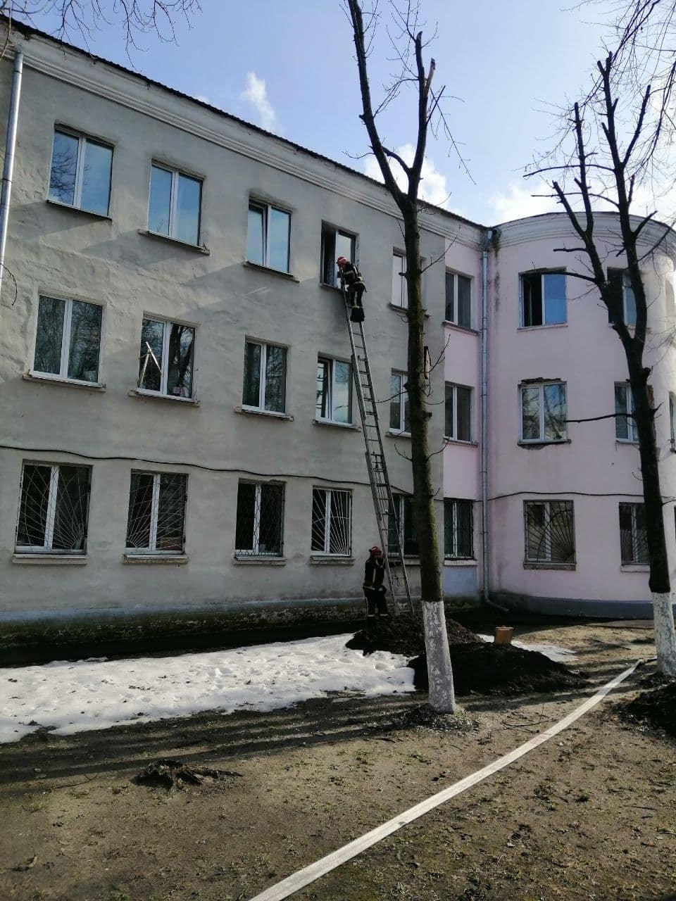 В Киева горело общежитие, Фото: пресс-служба столичных спасателей