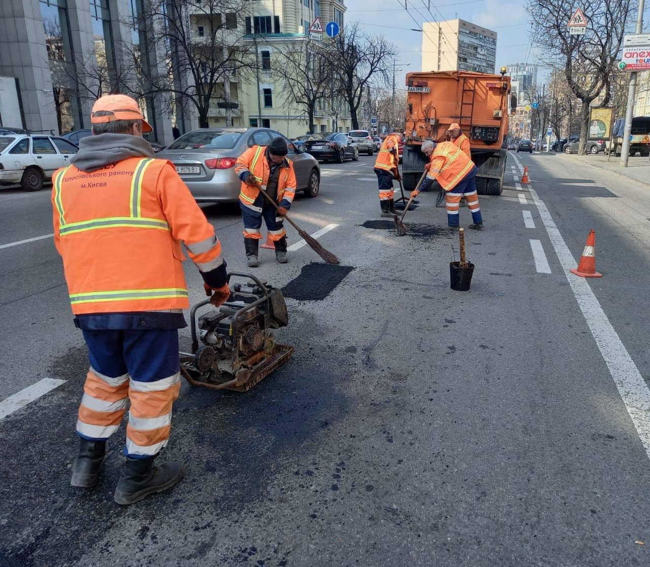 В Киеве продолжаются ремонты на дорогах