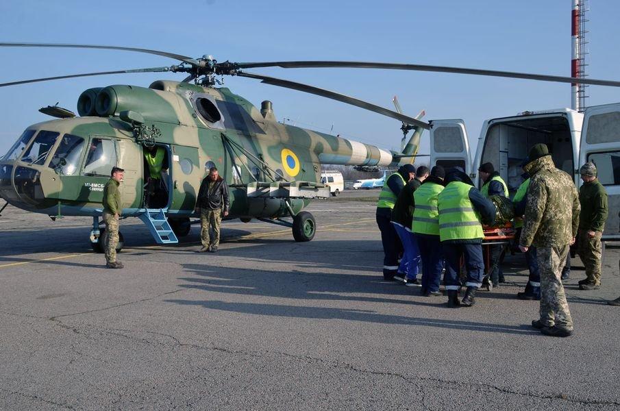 В Киев вертолетом доставили военного, Фото: пресс-служба Командование Медицинских сил Вооруженных Сил Украины