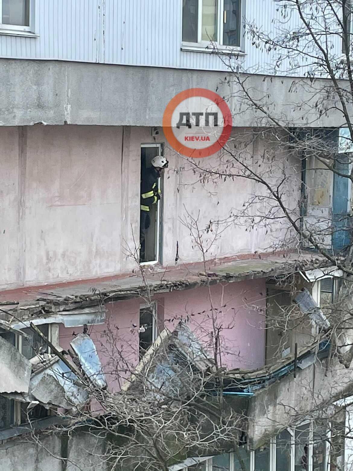 В Киеве рухнул балкон в жилом доме