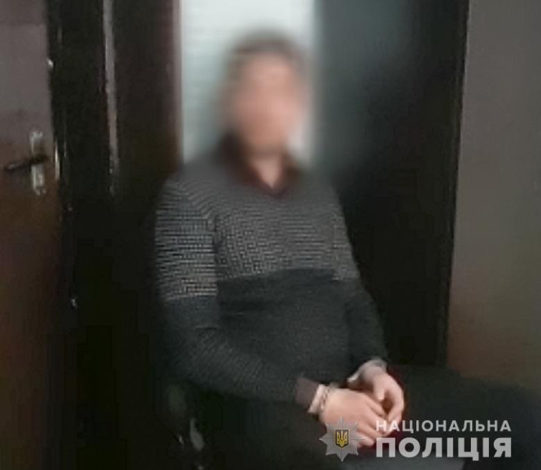 в Киеве мужчина с оружием взял в заложники двух женщин